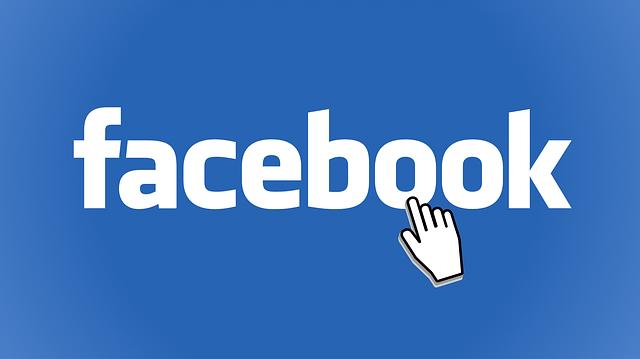 sabes lo que hacen tus padres cuando entran a Facebook