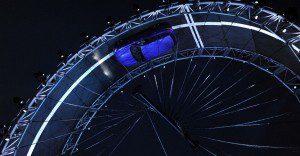 Jaguar presenta su camioneta F-PACE desafiando a la gravedad