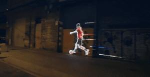 Messi se pasea por las calles de Barcelona para promocionar las nuevas Adizero F50 de Adidas