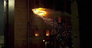 Un hombre en llamas irrumpe volando en Nueva York para promocionar la llegada de Los 4 Fantásticos