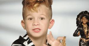 Un niño se enfrenta a los estereotipos de género en este nuevo spot de Barbie