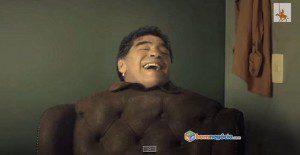 Maradona se transforma en un sillón para molestar a los brasileros