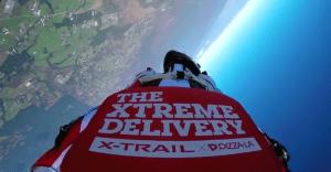 Un extremo servicio de delivery de pizza y otras novedades publicitarias más