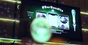 Un tragamonedas de Carlsberg que da cervezas gratis a los más afortunados