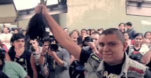 Un concierto de heavy metal donde el público paga con su cabello para ayudar a niños con cáncer
