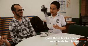 Una emotiva campaña que devuelve la confianza a niños víctimas del terrorismo