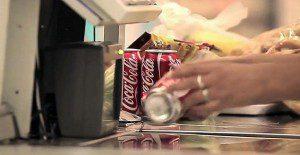 Escucha una agradable melodía cuando compras una Coca-Cola