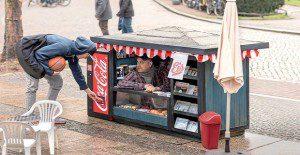Mini quioscos para vender la nueva lata pequeña de Coca-Cola