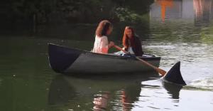 Visitantes de un lago se dan el susto de su vida con la aparición de un tiburón
