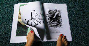 Hansaplast crea la primera revista para leerse con los pies
