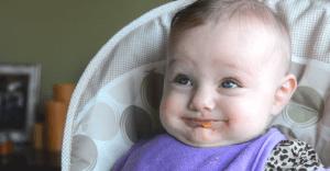 La primera comida del bebé en este divertido spot lleno de ternura