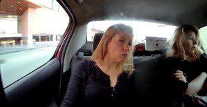 Taxis dan un impactante mensaje a sus pasajeras
