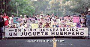 Juguetes emprenden una emotiva marcha que busca a miles de niños desaparecidos