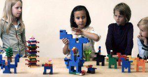 ¡Impresionante! Niños con ceguera recrean conocidas obras de arte con LEGO