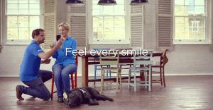 Listerine ayuda a personas ciegas a experimentar una sonrisa