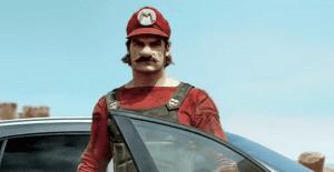 Mario Bros ahora conduce un Mercedes Benz