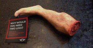 Piernas mutiladas promocionan la nueva caja de cambios de MINI