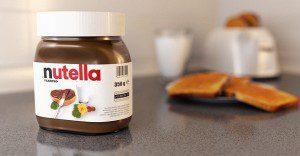 Greenpeace muestra al público los trapos de la popular Nutella