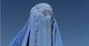 Una marca de ropa asegura que los burkas son para esconder al marido
