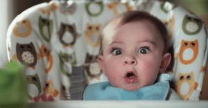 """Pampers nos muestra a tiernos bebés en pleno momento en que están haciendo """"lo suyo"""""""