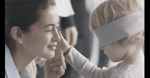 Un conmovedor anuncio que muestra cómo los niños pueden reconocer a toda costa a sus madres