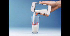 Un anuncio interactivo que convierte tu smartphone en una caja de leche