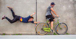 Red Bull nos demuestra que sí es posible correr por las paredes