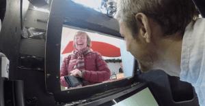 ¿Un cajero automático con un piloto de Fórmula 1 adentro? Banco Santander lo hace posible