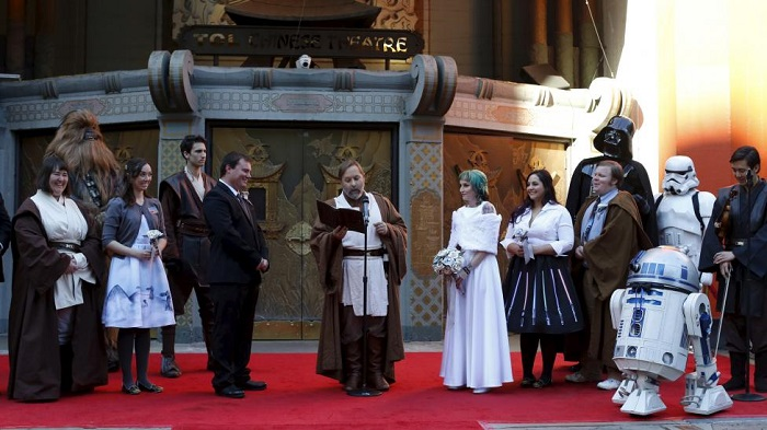 Andrew Porters and Caroline Ritter from Australia attend their wedding ceremony accompanied by people dressed as characters from Star Wars December 17, 2015. REUTERS/Mario Anzuoni