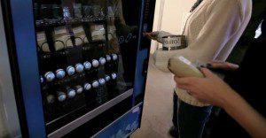 Una vending machine de Volkswagen que cambia tus baterías usadas por otros artículos de interés