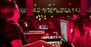 Un concierto de música electrónica con 600 smartphones