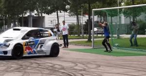 ¿Se puede patear un balón de fútbol con un carro? Volkswagen nos muestra que sí