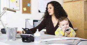 Estudio determina que las mujeres con hijos rinden mejor en el trabajo