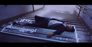 Curiosa campaña que utiliza a los borrachos que duermen en las calles de Japón
