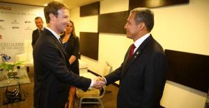 Humala se reúne con el creador de Facebook, Mark Zuckerberg