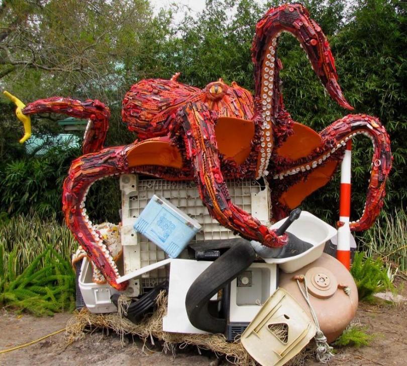 esculturas-hechas-de-plastico-1
