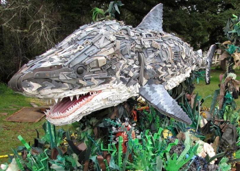 esculturas-hechas-de-plastico-5