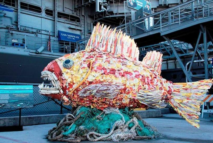 esculturas-hechas-de-plastico