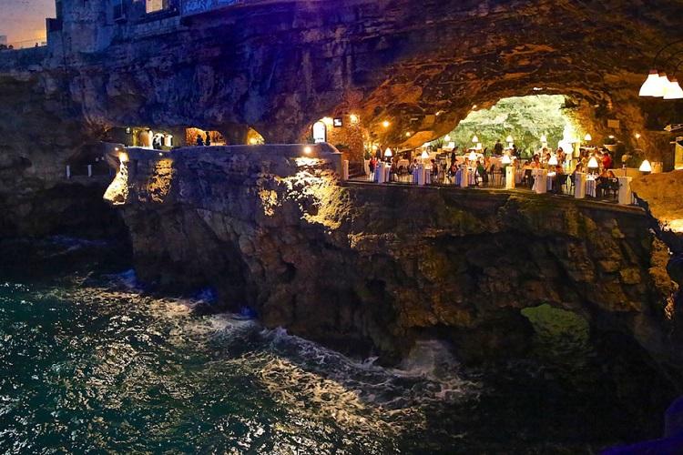 restaurant-grotta-palazzes-05