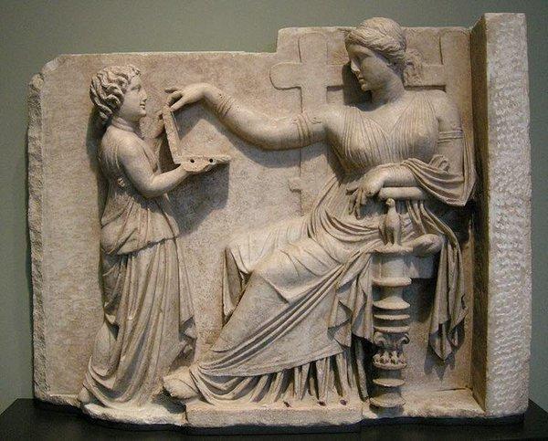 Se encuentra una laptop en una escultura griega de hace más de 2000 años
