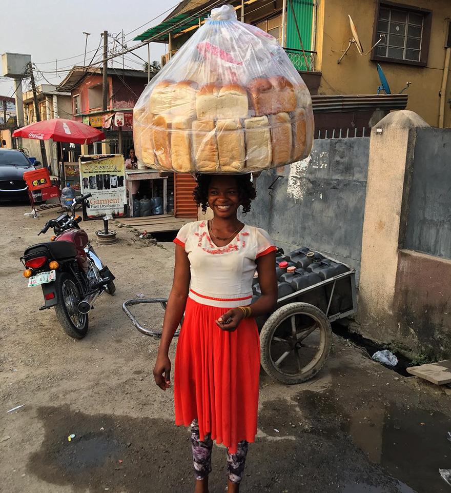 vendedora-pan-photobomb-modelo-nigeria-6