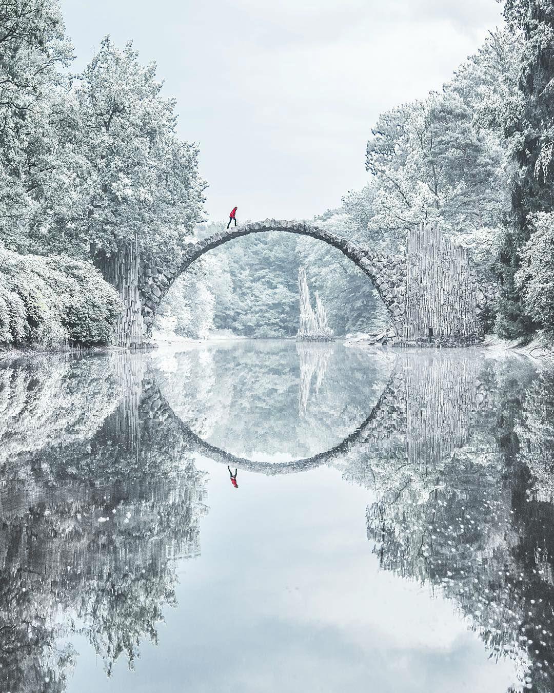 viaje alrededor del mundo con fotografías de paisajes surreales Jacob Riglin 001