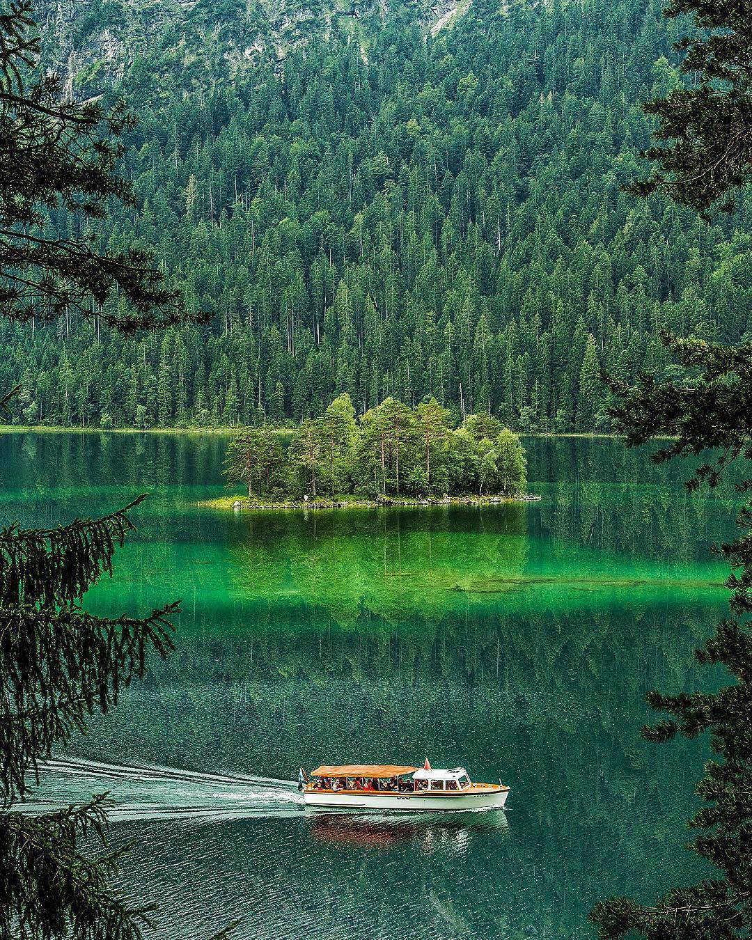 viaje alrededor del mundo con fotografías de paisajes surreales Jacob Riglin 005
