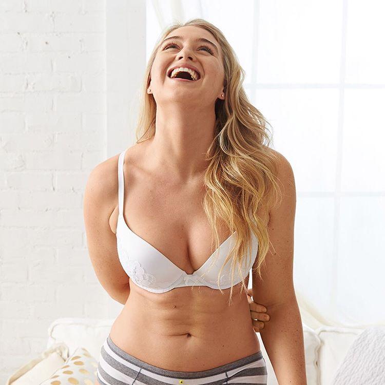 Esta marca de lencería femenina cuestiona los típicos estándares de belleza ae