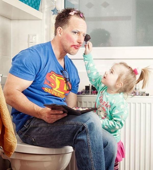 Estos divertidos padres harían cualquier cosa por sus hijos maquillaje