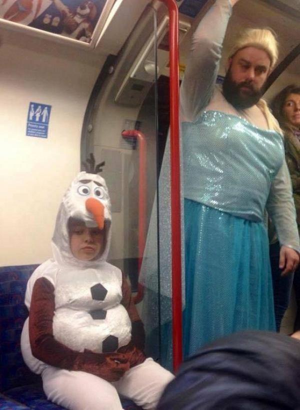 Estos divertidos padres harían cualquier cosa por sus hijos frozen