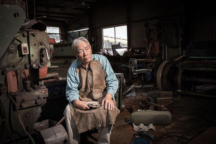 Conmovedoras imágenes de antiguos residentes de Fukushima regresando a lo que fue su hogar 05