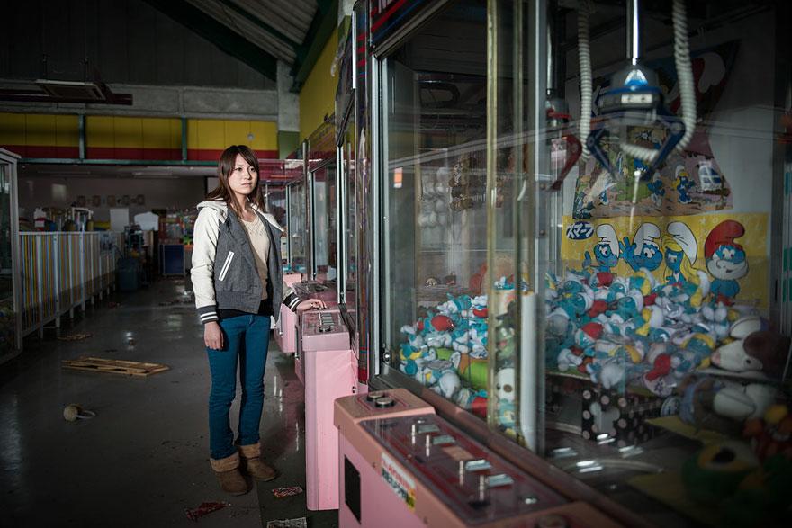Conmovedoras imágenes de antiguos residentes de Fukushima regresando a lo que fue su hogar 14