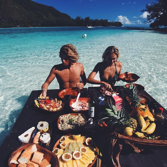 Conoce a esta popular pareja que demuestra su amor pasando las fronteras comida