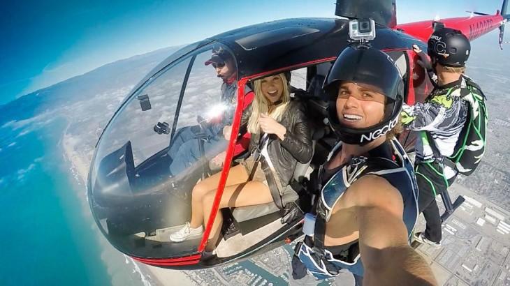 Conoce a esta popular pareja que demuestra su amor pasando las fronteras helicóptero